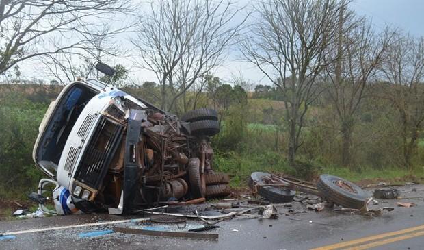 Choque entre caminhão e veículo deixou uma pessoa morta em Sarandi (Foto: Divulgação/Site Norte RS/Sarandi)