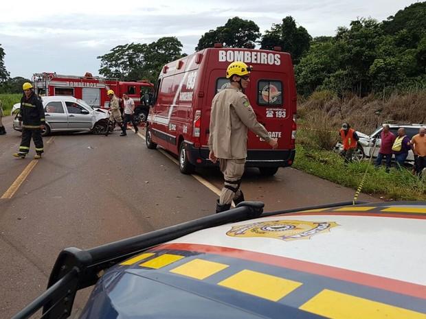 Acidente envolvendo três veículos ocorreu na BR-452, em Rio Verde, Goiás (Foto: Divulgação/PRF)