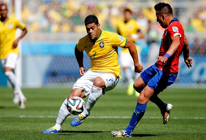Hulk Brasil Isla Chile Mineirão (Foto: Agência Reuters)
