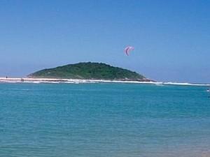 Ilha do Batuta fica em frente à Praia de Ibiraquera (Foto: Pousada Ilha do Batuta/Divulgação)
