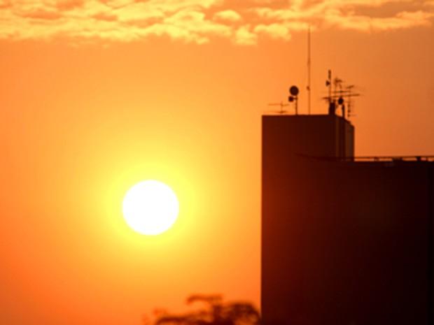 amanhecer nesta quinta-feira (13) (Foto: Vianey Bentes)