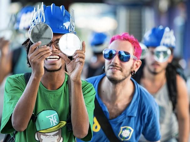 O público é uma peça importante da montagem ao ser inserido na trama (Foto: Divulgação)