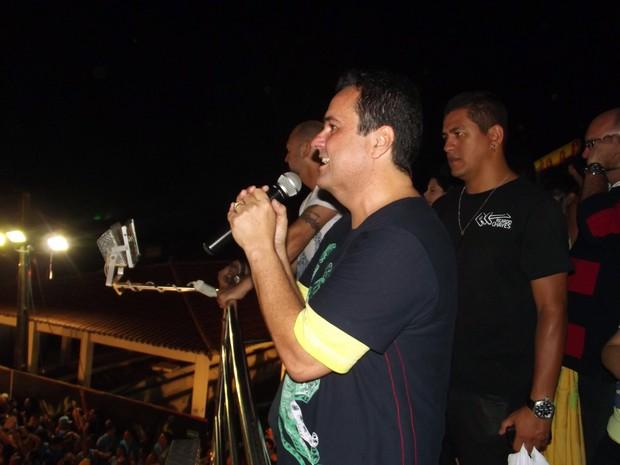 Ricardo Chaves fez o arrastão dos foliões na última noite do Carnatal 2013 (Foto: Ferreira Neto/G1)