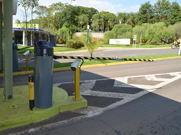 G1 carro levado de estacionamento tem de ser pago por - Carro playa carrefour ...