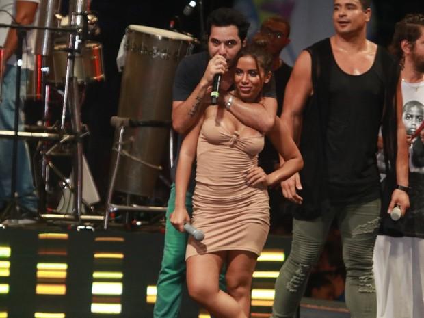 Tomate e Anitta em show em Salvador, na Bahia (Foto: Fred Pontes/ Divulgação)