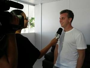 TV Tapajós entrevista Luciano Huck (Foto: Luana Leão/G1)
