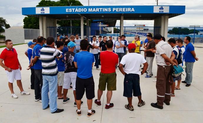 Torcedores São José vaquinha Anjos do São José (Foto: Danilo Sardinha/GloboEsporte.com)