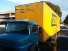 Polícia do DF apreende 8 mil calçados em caminhão com logo dos Correios