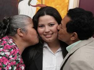 Neilton e a mulher Marli com a filha Janaine no dia da entrega da carteira da OAB (Foto: Arquivo pessoal)