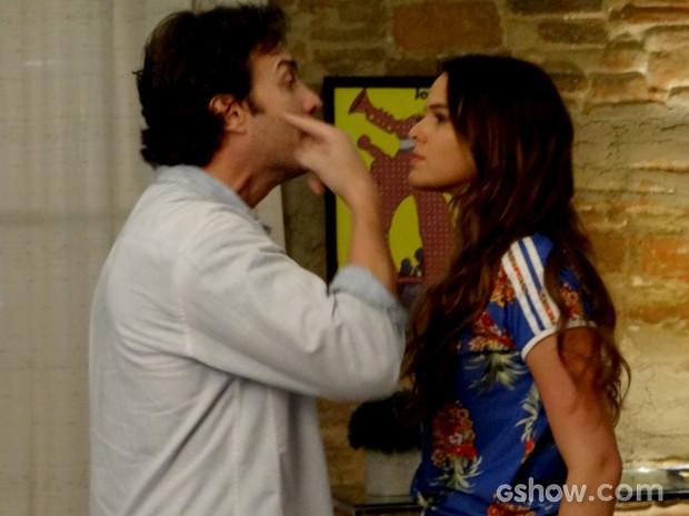 Laerte e Luiza brigam  (Foto: Em Família / TV Globo)