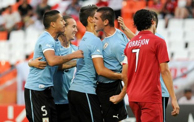 Fabricio Formiliano comemora gol do Uruguai sobre o Peru no sub-20 (Foto: AP)