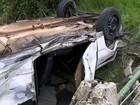 Motorista capota e abandona veículo dentro de fábrica de bebidas