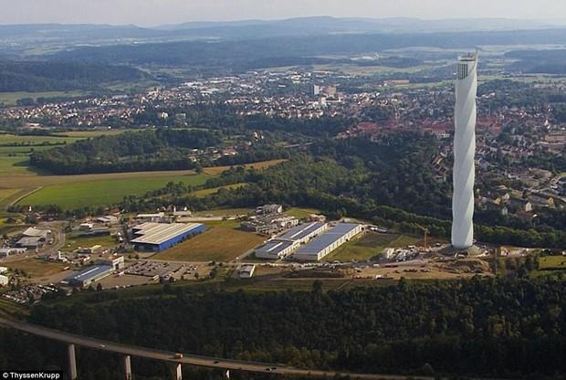 Empresa alemã faz primeiro elevador sem cabos para circular na vertical e horizontal (Foto: © ThyssenKrupp)