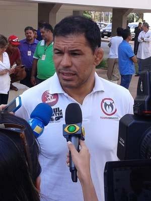 O lutador de MMA Minotauro, que estava hospedado no hotel e teve de deixar o quarto às pressas (Foto: Dayane Oliveira/G1)
