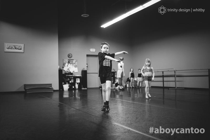 """""""Ele nasceu para dançar e voar. Quando se concentra em uma música e uma boa coreografia ele decola. É uma benção ser mãe dele e vê-lo crescer"""" (Foto: Kirsten McGoey/Trinity Design)"""