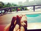 Grazi Massafera curte dia na piscina com a filha