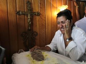 Regina Casé era uma das mais emocionadas na cerimônia (Foto: Wilton Júnior / Estadão Conteúdo)