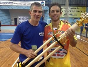 Rafael Sixel, ao lado do amigo e treinador Neto Colucci (Foto: Vinicius Lima/GLOBOESPORTE.COM)