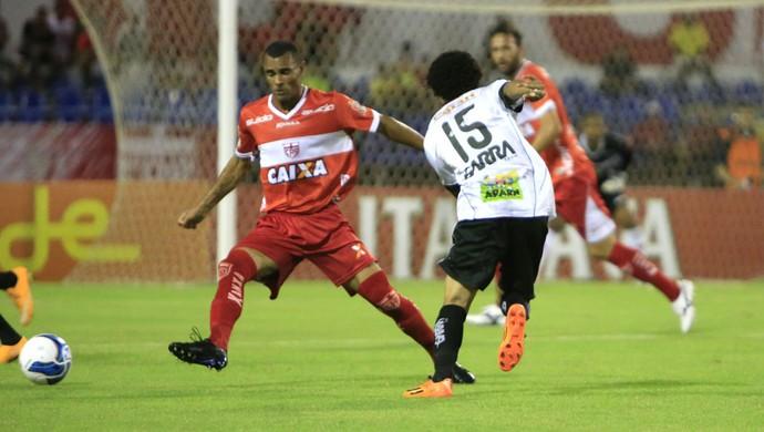 Paulo Sérgio fecha marcação no sistema defensivo do Galo (Foto: Ailton Cruz/ Gazeta de Alagoas)