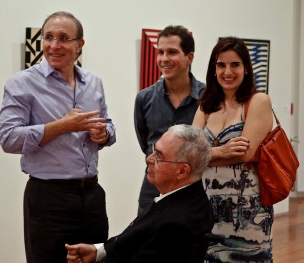 Sérgio Fadel (sentado) ao lado de Marcio Fainziliber, Marcelo e Renata Fadel no Museu de Arte do Rio de Janeiro, em 2013 (Foto: Divulgação)