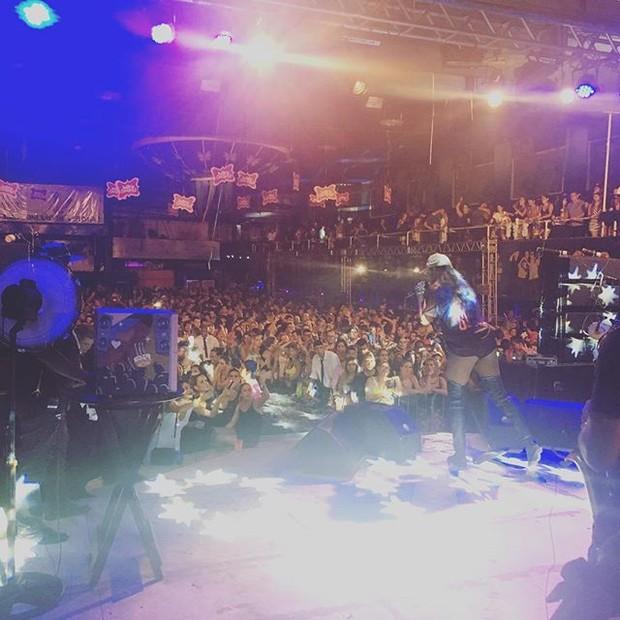 Ludmilla em show na Zona Sul do Rio (Foto: Instagram/ Reprodução)