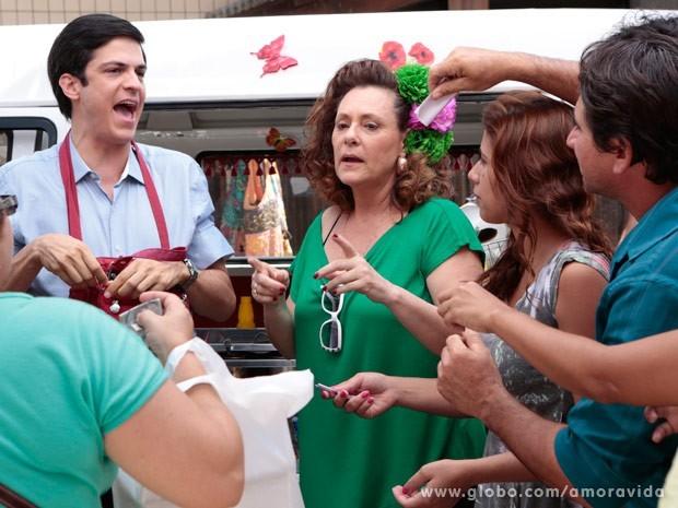 Félix arrasa ao anunciar que seu hot dog é o melhor da região (Foto: Felipe Monteiro/TV Globo)