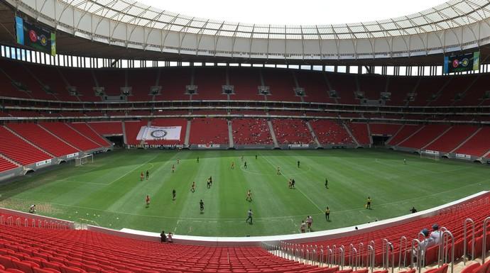 Público pagante foi de apenas 340 torcedores no Mané Garrincha (Foto: Fabrício Marques)