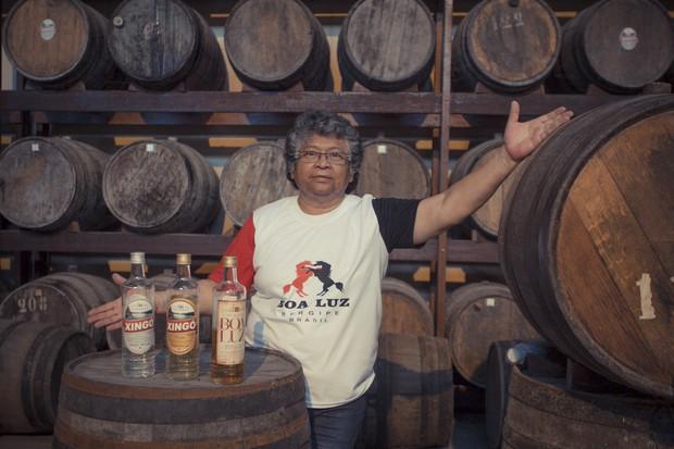 Marlene Mattos administra fábrica de cachaça no hotel (Foto: Anderson Barros/EGO)