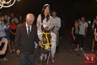 Stefhany Absoluta chegou ao casamento montada em um jumento (Foto: Divulgação/Sergio Alves Portal V1 )