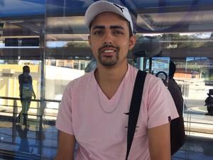 Mauro foi um dos primeiros passageiros a embarcar no BRT Transcarioca (Foto: Daniel Silveira/G1)