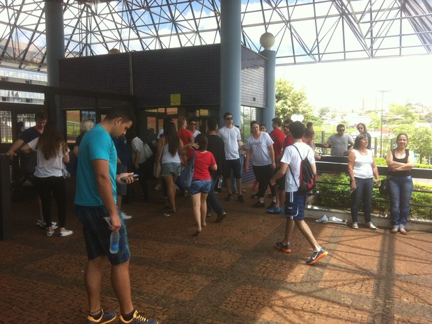 Estudantes aprovados prestaram a segunda fase do vestibular da Unesp neste domingo em Araraquara (Foto: Orlando Duarte Neto/G1)