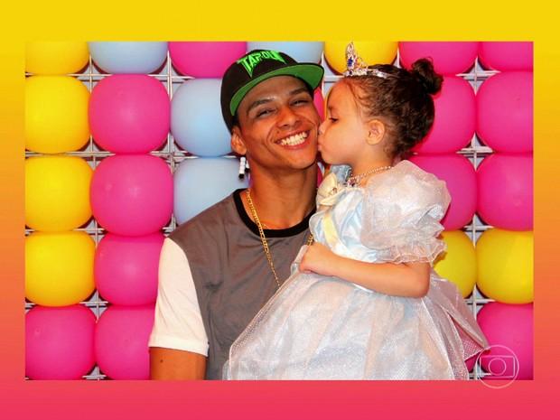 O dançarino DG e sua filha Laylla, 4 anos (Foto: Reprodução/TV Globo)