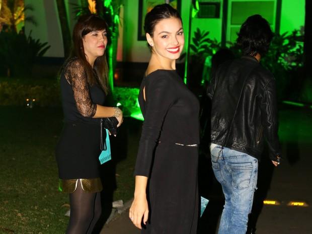 Isis Valverde em festa no Rio (Foto: Marcello Sá Barreto/ Ag. News)