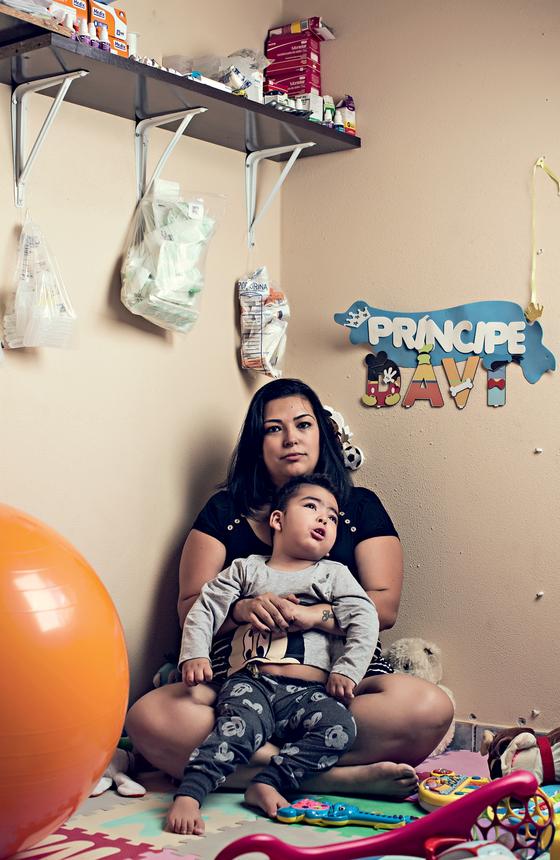 Tauana Camargo,desempregada e mãe de David,2 anos  (Foto:  Julia Rodrigues/ÉPOCA)