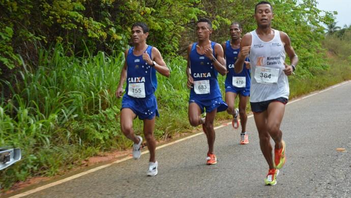 Corrida Cidade de Aracaju; pelotão da frente (Foto: Guilherme Fraga / TV Sergipe)