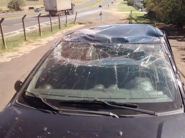 Carro capotou na rodovia Marechal Rondon (Foto: Divulgação / Agência 14 news)