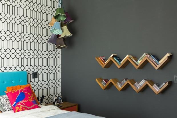 Decoração abusa das cores e do papel de parede  (Foto: Edu Castello)