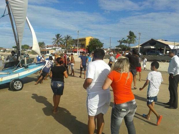 Corpo foi resgatado por pescadores em Rio do Fogo, litoral Norte do RN (Foto: Divulgação/PM do RN)