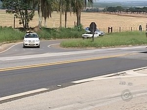 Trevo com alto índice de acidentes entre Itapeva e Buri (Foto: Reprodução/ TV TEM)