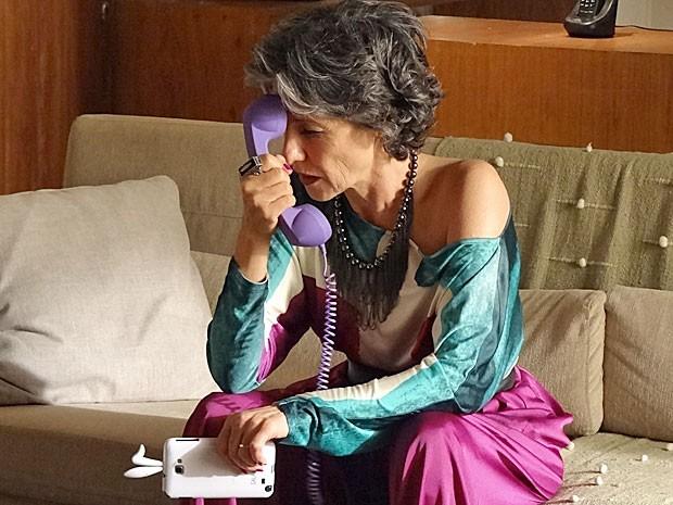 Melissa fica preocupada com a descoberta de Rodrigo (Foto: Amor Eterno Amor/TV Globo)