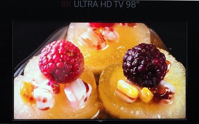 TV da LG tem 16 vezes mais resolução do que a Full HD (Foto: Reprodução/Engadget)
