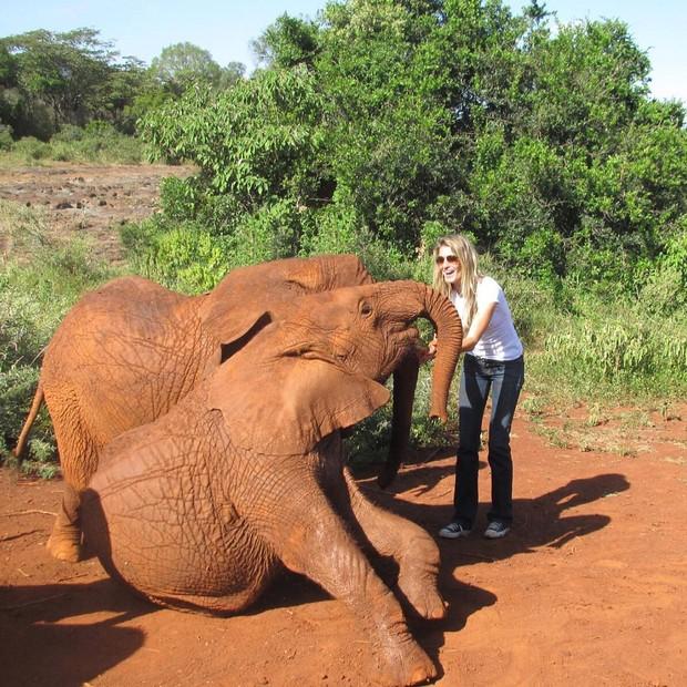 Gisele Bündchen com elefantes (Foto: Reprodução/Instagram)