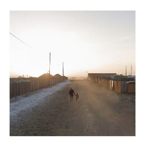 Conheça a fotógrafa que registra o mundo através do Google Street View (Foto: Reprodução Instagram @streetview.portraits)