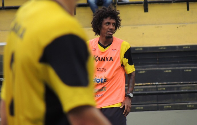 Roger Gaúcho atacante Criciúma (Foto: João Lucas Cardoso)