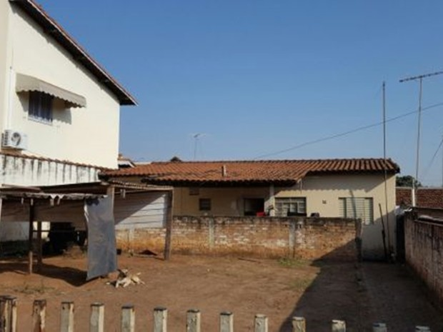 Casa onde jovem mora está fechada (Foto: Gazeta Interior)