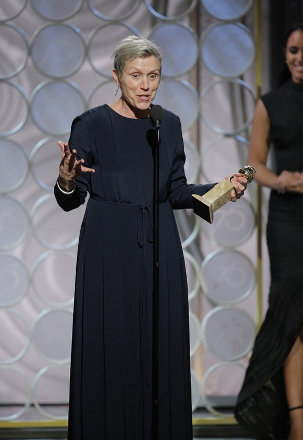 BEVERLY HILLS, CA - JANUARY 07:  In this handout photo provided by NBCUniversal, Frances McDormand accepts the award for Best Performance by an Actress in a Motion Picture  (Foto: NBCUniversal via Getty Images)