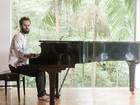 Marcelo Jeneci começa turnê solo no Teatro de Santa Isabel, no Recife