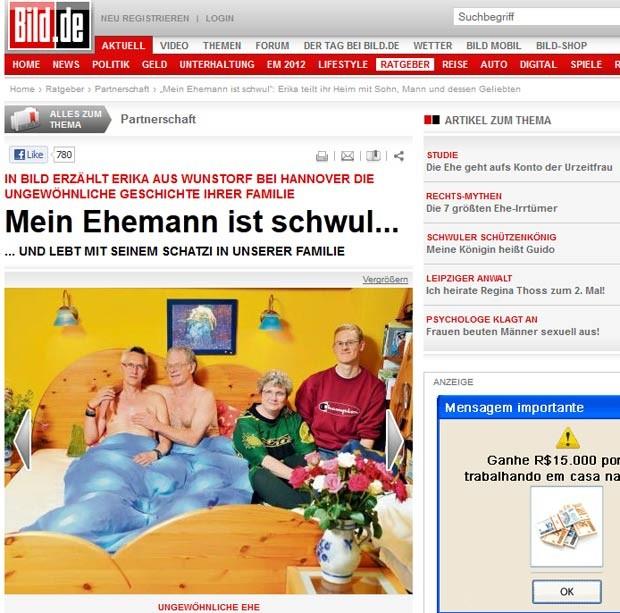Ewald (segundo à direta) com o namorado na cama, além de Erika e Elmar. (Foto: Reprodução)