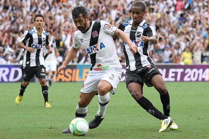 Vasco x ABC - Daniel Amora - Douglas (Foto: Marcelo Sadio/Vasco.com.br)