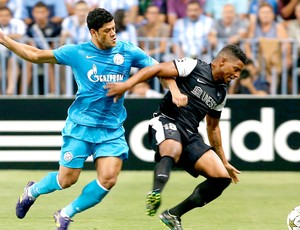Hulk na partida do Zenit contra o M&#225;laga (Foto: Reuters)